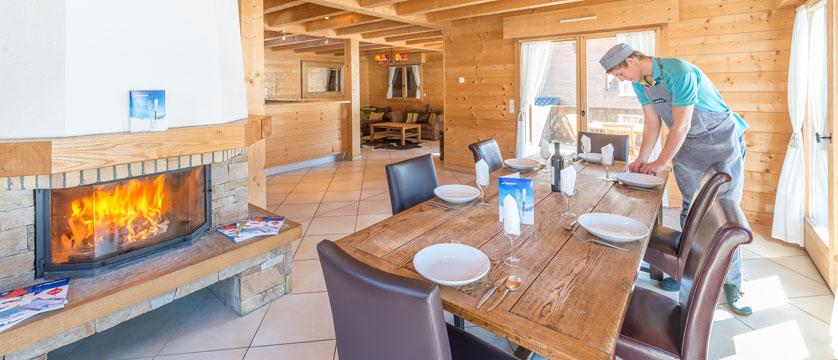 France_Morzine_Chalet-Nomis_Lounge-staff.jpg